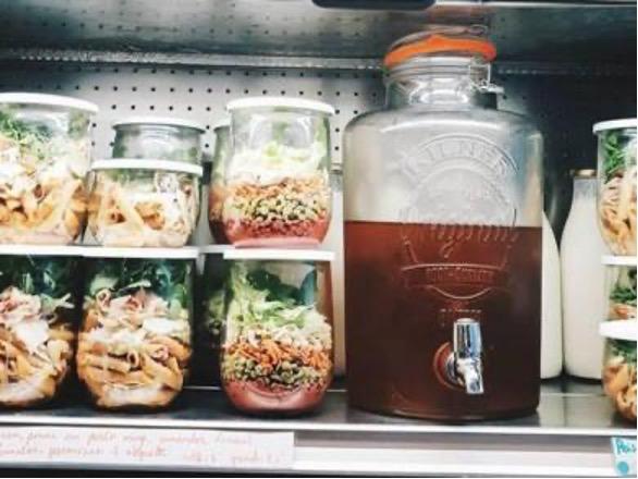 4 nieuwe gidsen ter inspiratie van voedings- en horecazaken die een actieplan voor afvalvermindering willen starten
